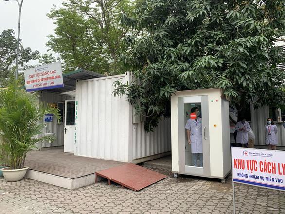 Tặng thiết bị y tế giúp y bác sĩ, sinh viên Đại học Y Hà Nội chống dịch COVID-19 - Ảnh 1.