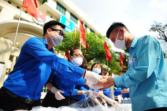 Để lâu hơn nữa sợ lây nhiễm cao, tôi đi hiến máu luôn - Ảnh 5.