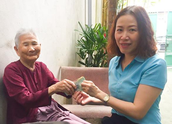 Mẹ Việt Nam anh hùng 91 tuổi ủng hộ 5 triệu đồng dành dụm chống dịch - Ảnh 1.