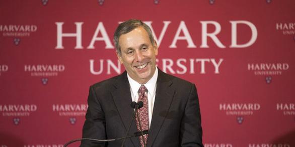 Nhiễm virus corona, chủ tịch trường Harvard nhắn sinh viên bất kỳ ai cũng có thể bị đánh gục - Ảnh 1.