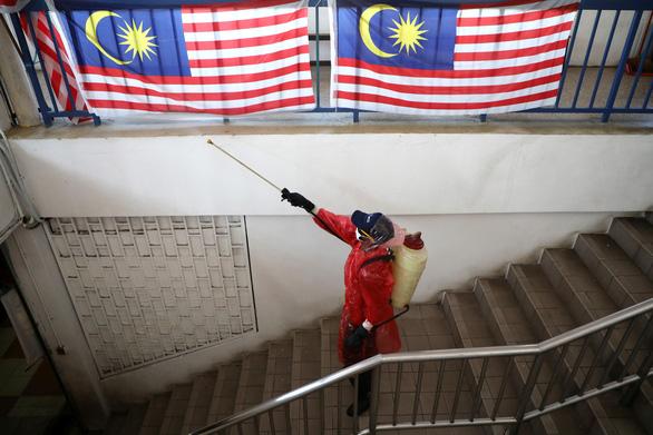 Dịch COVID-19 trưa 25-3: Malaysia kéo dài lệnh phong tỏa, Ý bỏ tù người không chịu cách ly - Ảnh 3.
