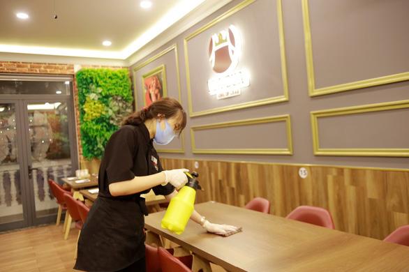 Nhà hàng Vua Cua đẩy mạnh mô hình giao món tận nhà - Ảnh 2.