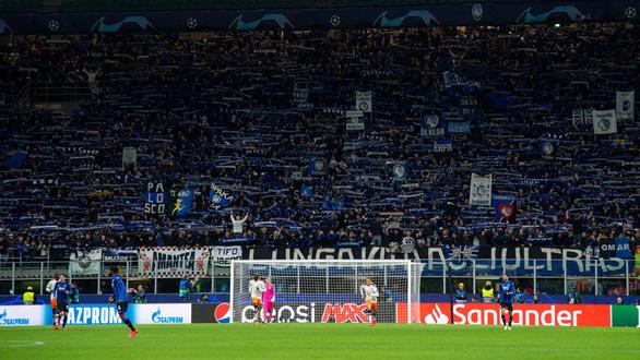 Một trận đấu ở Champions League có thể là một nguồn lây corona khổng lồ - Ảnh 1.