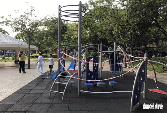 TP.HCM ngưng hoạt động các khu tập thể dục, khu trò chơi thiếu nhi tại công viên - Ảnh 2.