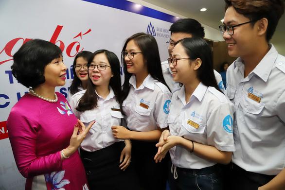 Bà Mai Hồng Quỳ thôi làm hiệu trưởng Đại học Hoa Sen - Ảnh 1.