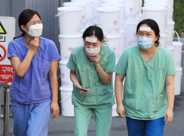 Tỉ lệ bình phục của người bệnh COVID-19 tại Hàn Quốc đạt hơn 40% - Ảnh 1.