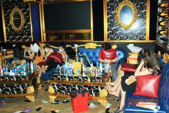 76 thanh niên dương tính với ma túy bị cách ly luôn tại quán karaoke - Ảnh 1.