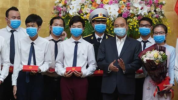 Thủ tướng Nguyễn Xuân Phúc: Thanh niên cần tiên phong mùa dịch - Ảnh 1.