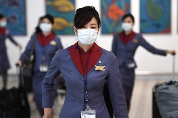 Tiếp viên hàng không Singapore phải tìm việc làm thêm giữa dịch COVID-19 - Ảnh 1.