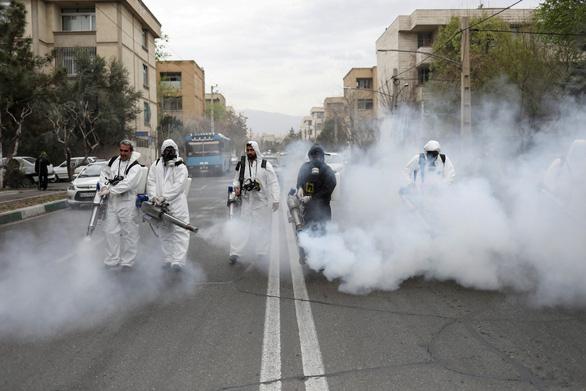 Hàng trăm người chết ở Iran vì tin uống cồn diệt virus corona - Ảnh 1.