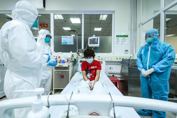 21 bệnh nhân COVID-19 đủ chuẩn khỏi bệnh, 1 bệnh nhân nặng chuyển biến tốt - Ảnh 1.
