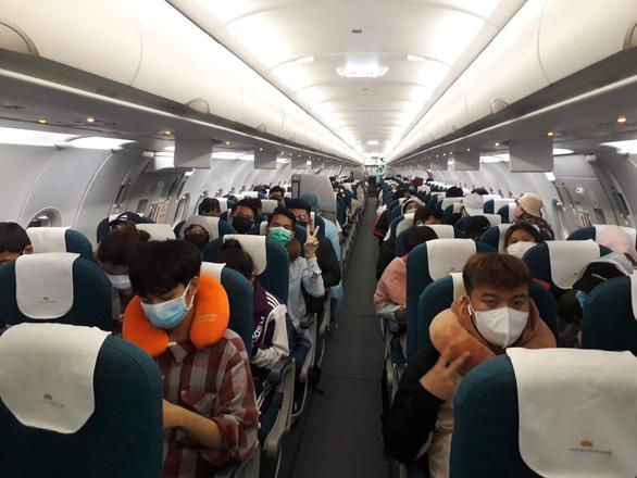 Gần 150 người Việt bị kẹt ở Singapore mong sớm được về nước - Ảnh 1.