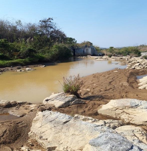 VSH chung tay hỗ trợ người dân địa phương tích nước hồ chứa - Ảnh 2.