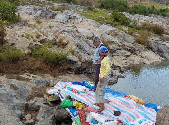 VSH chung tay hỗ trợ người dân địa phương tích nước hồ chứa - Ảnh 3.