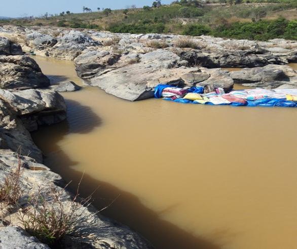 VSH chung tay hỗ trợ người dân địa phương tích nước hồ chứa - Ảnh 4.