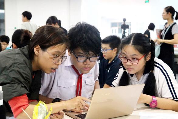 Nhiều tỉnh cho học sinh nghỉ tới giữa tháng 4 để tránh COVID-19 - Ảnh 1.