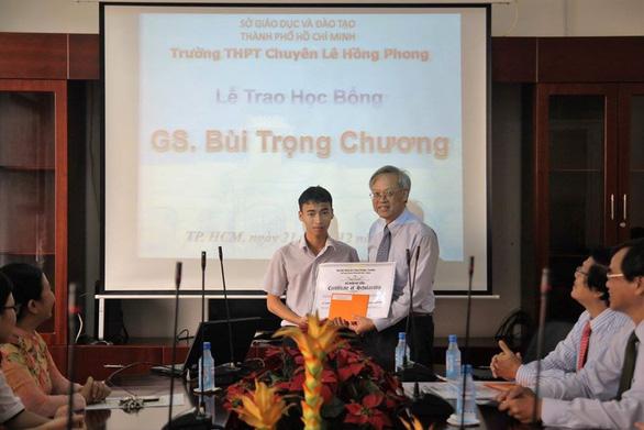 Giáo sư Lương Văn Hy được bầu làm phó chủ tịch AAS - Ảnh 1.