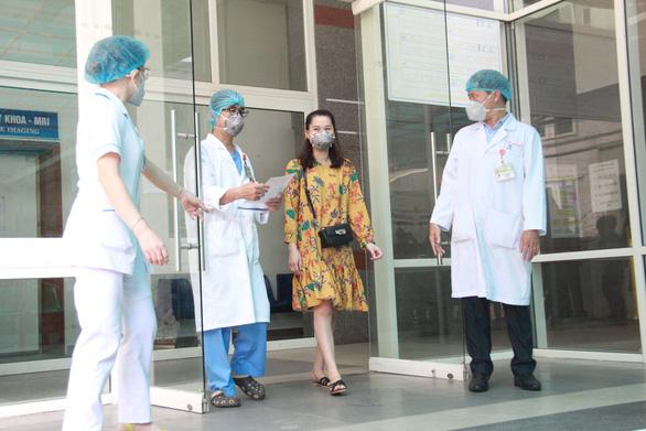 'Cả tháng chưa được về nhà, nhưng 3 bệnh nhân được ra viện là phần thưởng lớn nhất - Ảnh 3.