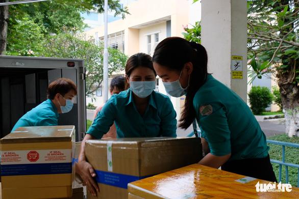 Tour nước cam tươi tiếp sức các y bác sĩ tuyến đầu chống dịch - Ảnh 6.