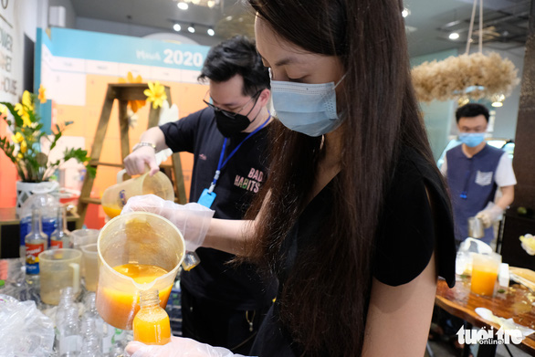 Tour nước cam tươi tiếp sức các y bác sĩ tuyến đầu chống dịch - Ảnh 4.