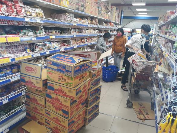 Một vòng quanh siêu thị: Gạo, trứng ăn không hết, giá không tăng - Ảnh 2.