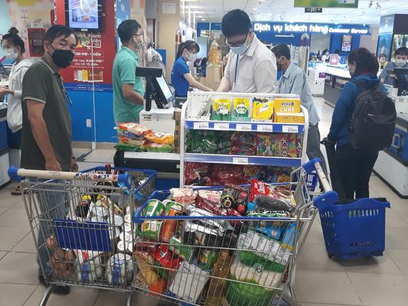 Một vòng quanh siêu thị: Gạo, trứng ăn không hết, giá không tăng - Ảnh 3.