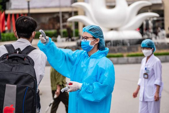 Lập tức cách ly người từng đến bệnh viện Bạch Mai từ 10-3 - Ảnh 1.
