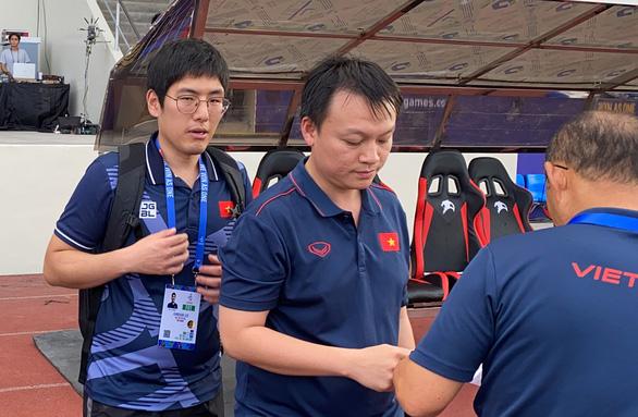 Trợ lý ngôn ngữ Hàn - Anh của ông Park xin nghỉ - Ảnh 3.