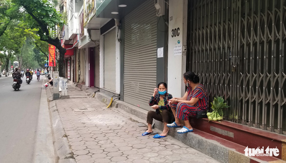 Hà Nội ngày đầu áp dụng lệnh cấm tụ tập đông người: Mua mau, bán nhanh - Ảnh 5.