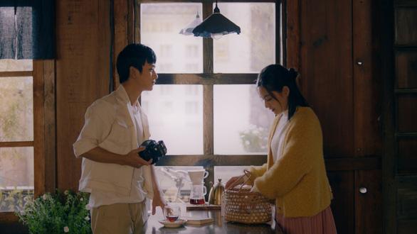 Hồng , Ngạn Mắt biếc đoàn tụ trong MV Sau này hãy gặp lại nhau khi hoa nở - Ảnh 6.