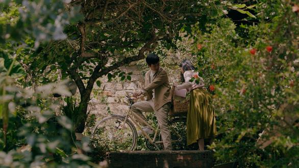 Hồng và Ngạn Mắt biếc đoàn tụ trong MV Sau này hãy gặp lại nhau khi hoa nở - Ảnh 9.