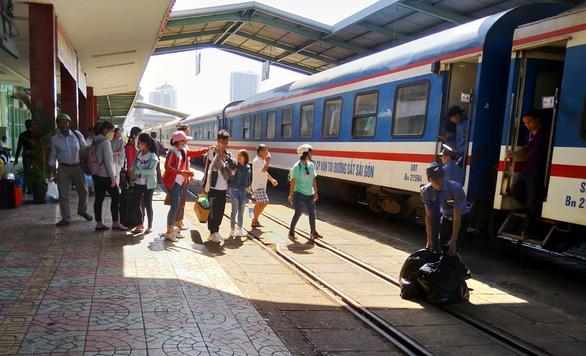 Ngưng hoạt động đôi tàu SNT1- SNT2 Nha Trang - Sài Gòn - Ảnh 1.