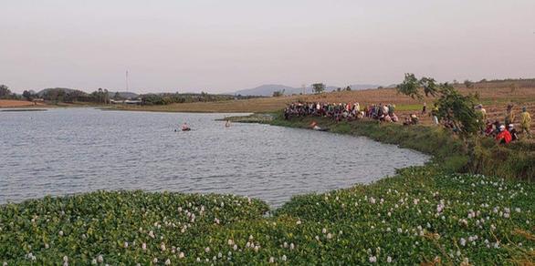 Lật thuyền trên hồ thủy điện, 3 thanh niên chết đuối - Ảnh 1.