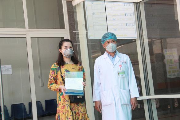 Bệnh viện Đà Nẵng cấm người vào thăm bệnh - Ảnh 1.
