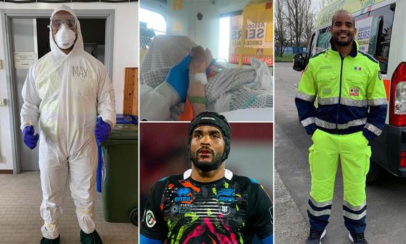 Cầu thủ lái xe cứu thương 13 giờ mỗi ngày - Ảnh 1.