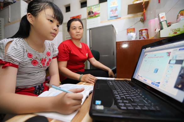 63 tỉnh, thành cho học sinh nghỉ học, nhiều địa phương chưa xác định ngày đi học lại - Ảnh 1.