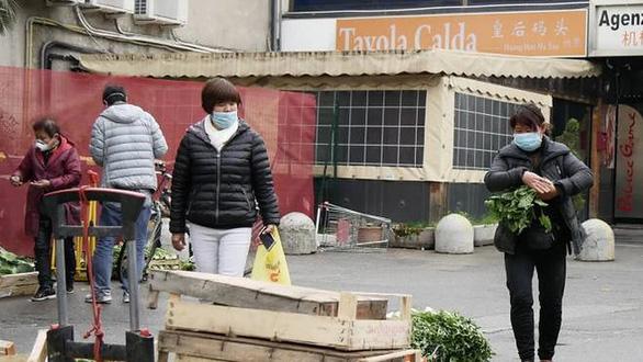 Thị trấn Ý thoát dịch nhờ bắt chước người Trung Quốc tự cách ly - Ảnh 1.