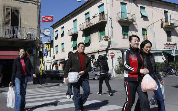 Thị trấn Ý thoát dịch nhờ bắt chước người Trung Quốc tự cách ly - Ảnh 3.