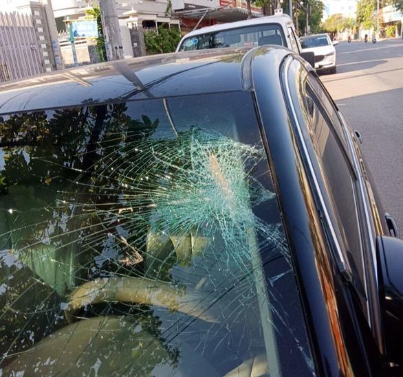 Hàng loạt xe hơi bị ném vỡ kính, đèn lúc rạng sáng giữa thành phố Vũng Tàu - Ảnh 2.
