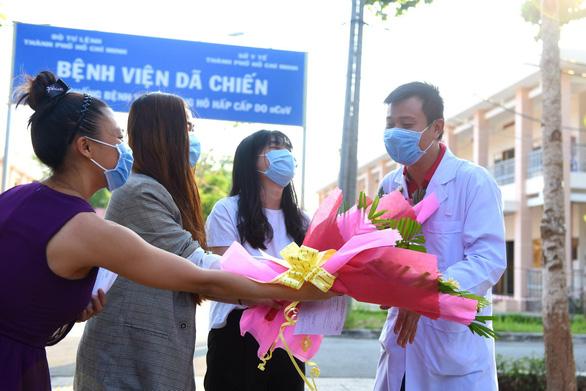 Thêm 4 ca xuất viện, Việt Nam có 95 bệnh nhân COVID-19 đã khỏi - Ảnh 1.