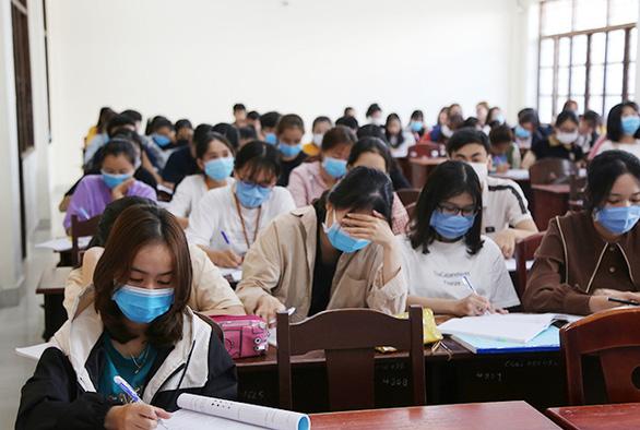 Sinh viên Duy Tân phòng chống dịch COVID-19 trong ngày đầu trở lại trường - Ảnh 9.