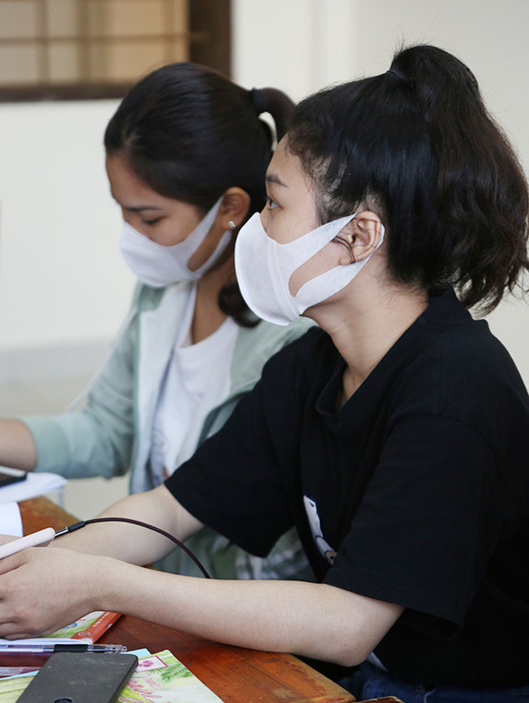 Sinh viên Duy Tân phòng chống dịch COVID-19 trong ngày đầu trở lại trường - Ảnh 10.