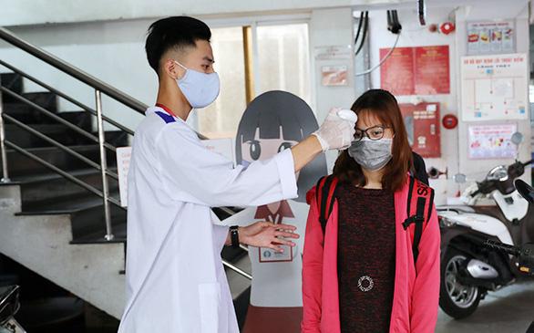 Sinh viên Duy Tân phòng chống dịch COVID-19 trong ngày đầu trở lại trường - Ảnh 2.