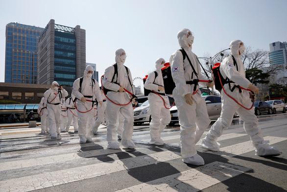 COVID-19: Số ca nhiễm mới ở Hàn Quốc nhiều gấp 5 lần so với Trung Quốc - Ảnh 1.