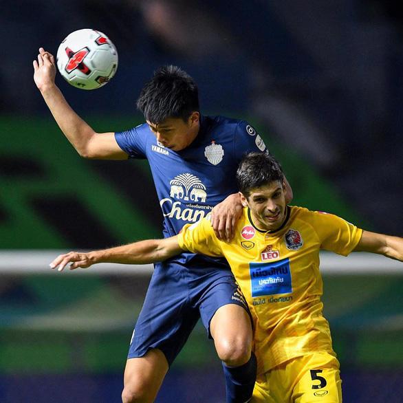 Thai League phải hoãn vì COVID-19 - Ảnh 1.
