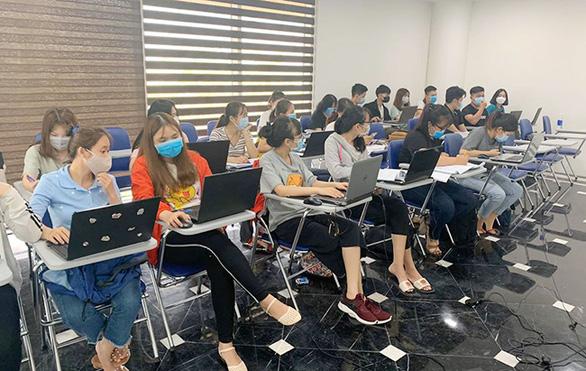 Sinh viên Duy Tân phòng chống dịch COVID-19 trong ngày đầu trở lại trường - Ảnh 7.