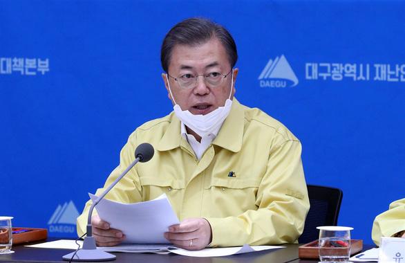 Tổng thống Hàn Quốc 'tuyên chiến' với COVID-19, báo động 24 giờ