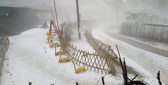 Bắc Bộ đề phòng mưa đá tiếp diễn kèm lốc xoáy - Ảnh 1.