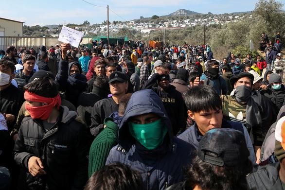 Hi Lạp bị tố bắn, đâm chìm xuồng chở người tị nạn trên biển - Ảnh 3.