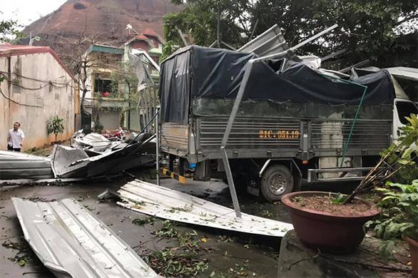 2.700 nhà dân tan hoang do mưa đá và dông tại các tỉnh phía Bắc - Ảnh 4.